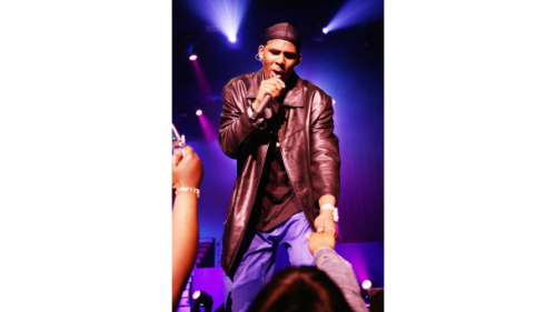 051313-shows-beta-2013-performers-r-kelly-performs-3