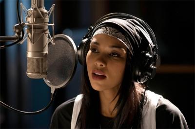 Aaliyah - Alexandra Shipp 3