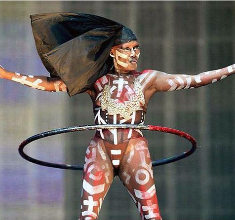 grace-jones-in-a-hula-hoop-at-afropunk-concert-in-new-york-city